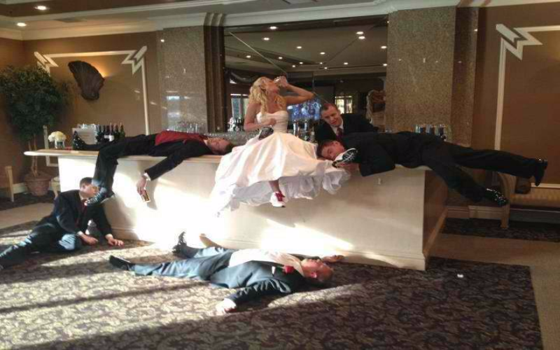 4 epic wedding photo fail grooms and brides should avoid